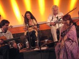 Ross Daly, Kelly Thoma ve Onok Bozkurt ile Girit'te / In Creta with Ross Daly, Kelly Thoma and Onok Bozkurt.